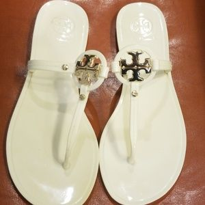 Tory Burch sz 7 Mini Miller Jelly Thong in Ivory